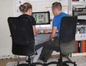 samen aan het werk achter de computer